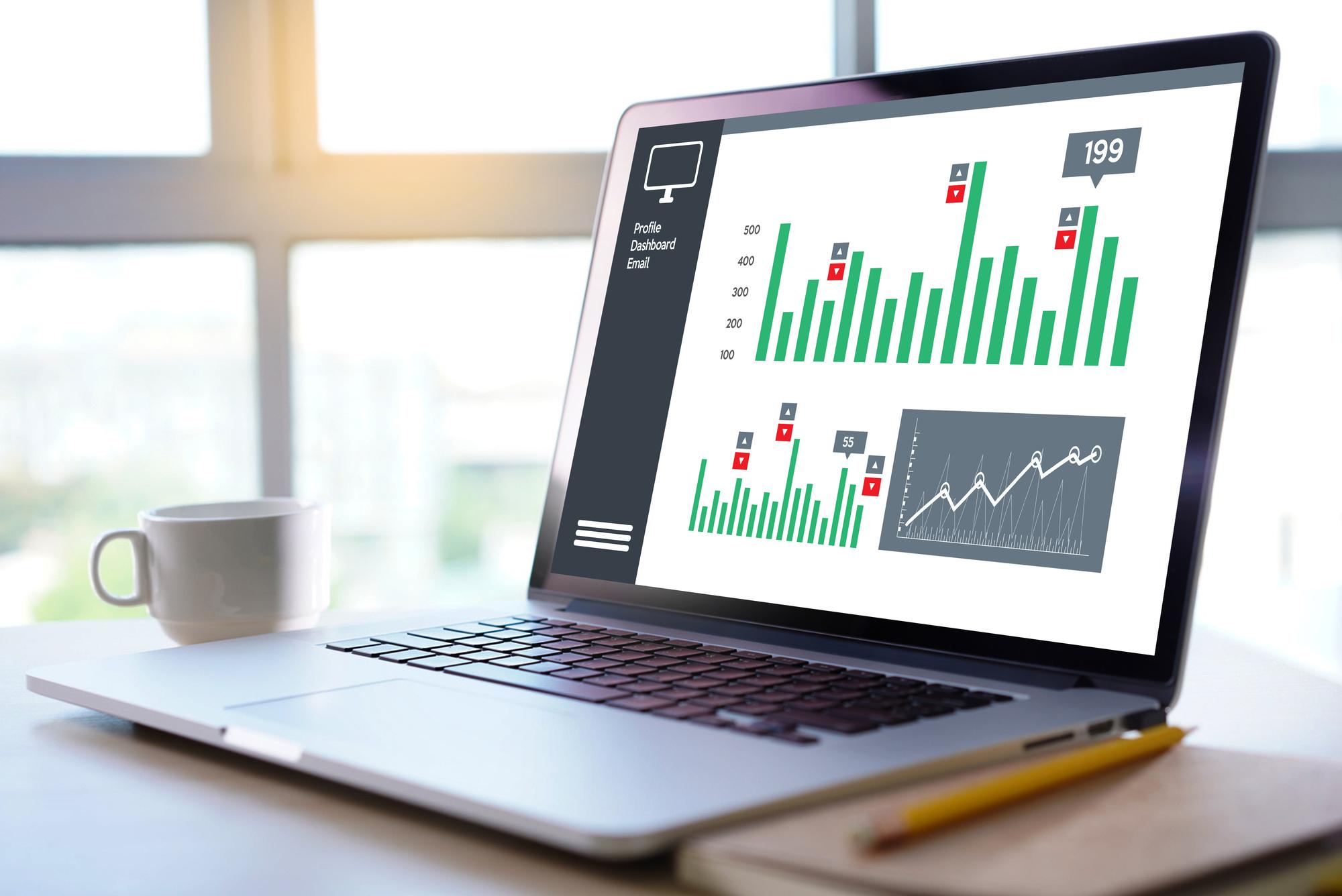 Googleアナリティクスの結果を元に分析を行うマーケティング機能は、専用の管理画面を用意。